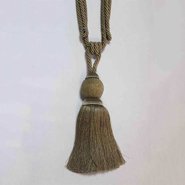 17948-0009 Подхват с кистью, декорирован бисером 32,5см х 77см | Компания «Сиртекс-Дизайн»
